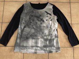 dunkelblaues Shirt mit Print in Lagenoptik/Wackeloptik von S.Oliver . Gr. 46