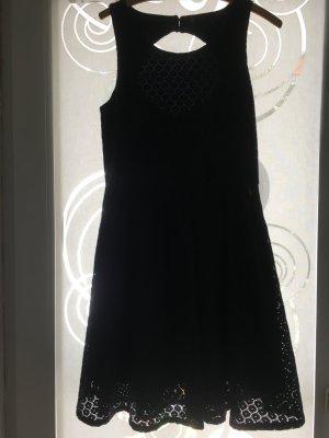 Dunkelblaues Sommerkleid mit schönem Rückenausschnitt