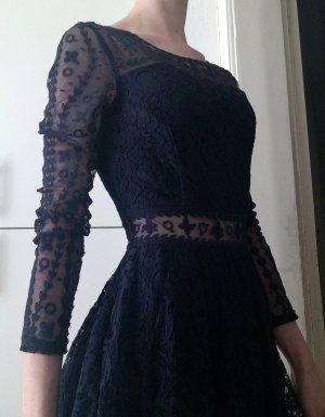 Dunkelblaues Spitzen-Kleid