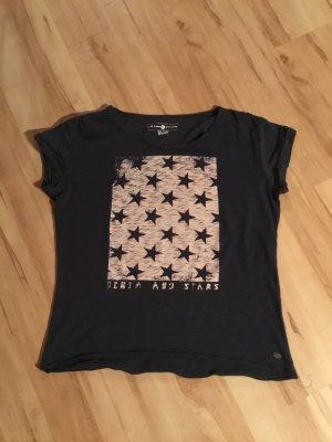 Dunkelblaues T-Shirt mit Sternen