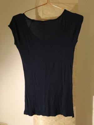 dunkelblaues T-Shirt mit V-Ausschnitt