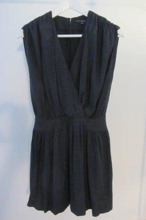 Dunkelblaues tailliertes Kleid mit tiefem Ausschnitt
