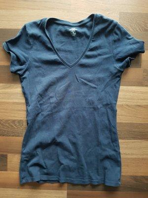 Dunkelblaues Tshirt mit V-Ausschnitt