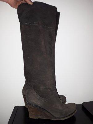 Dunkelbraune extrahohe Stiefel aus Wildleder von MJUS