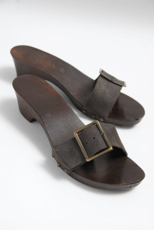Mule à talon brun bois