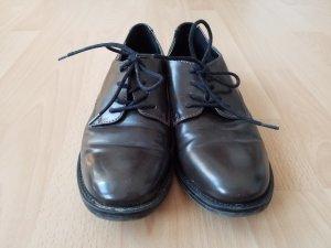 dunkelbraune Schnür Schuhe mit schwarzem Absatz. Gerne getragen, aber top in Schuss