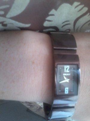 Dunkelbraune Uhr DKNY