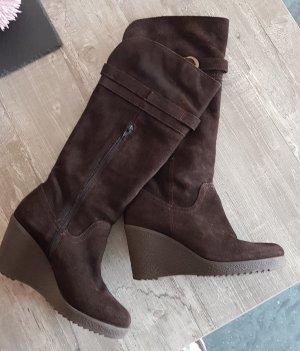 dunkelbraune Wildleder Stiefel mit Keilabsatz