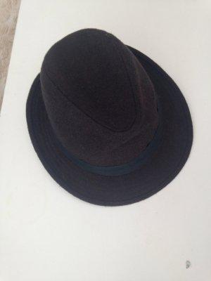 Dunkelbrauner Hut mit