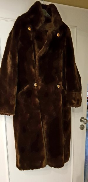 Abrigo de piel sintética marrón oscuro