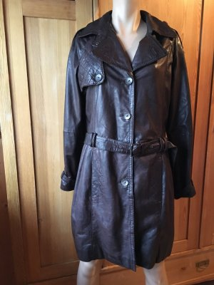 Dunkelbrauner Ledermantel im Trenchcoat Look