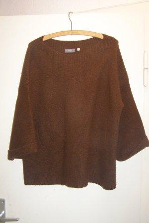 dunkelbrauner weiter Pullover