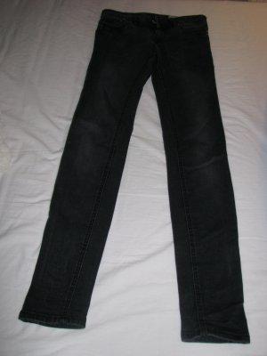 Dunkelgrau-Schwarze Jeans