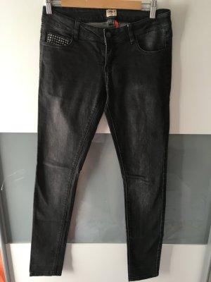 Dunkelgraue/hell schwarze Jeans mit Nieten-Applikationen