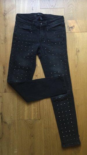 Dunkelgraue Jeans mit kleinen Nieten