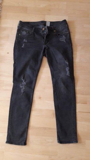 Dunkelgraue Jeans mit Löchern