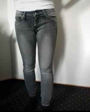 dunkelgraue Jeanshose