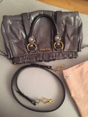 Dunkelgraue Miu Miu Vitello Lux Bag mit goldfarbener Hardware *Klassiker*