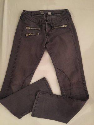 dunkelgraue Röhrenjeans / Skinny Jeans mit Reißverschluss