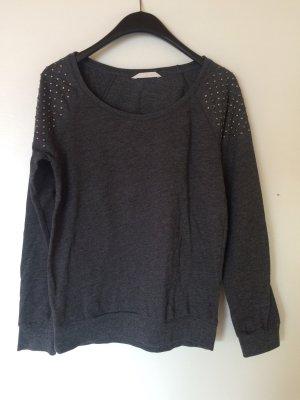 Dunkelgrauer Pullover mit Nieten