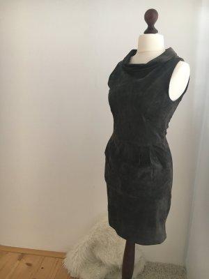Dunkelgraues Hallhuber Wildlederkleid zu verkaufen