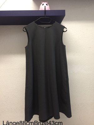Dunkelgraues Kleid