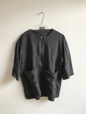 Dunkelgraues kurzärmeliges Sweatshirt mit Reißverschluss und großen Taschen