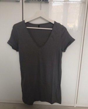 Dunkelgraues T-Shirt mit V-Ausschnitt von Benetton