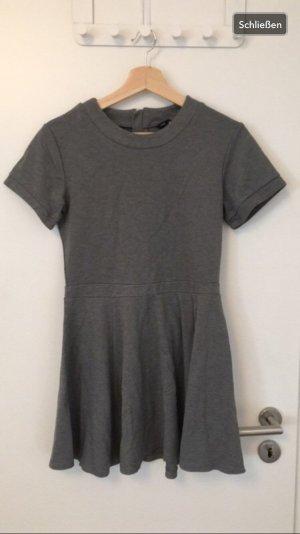 Dunkelgraues T-Shirtkleid