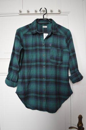 dunkelgrün-blau karierte Bluse von Hollister