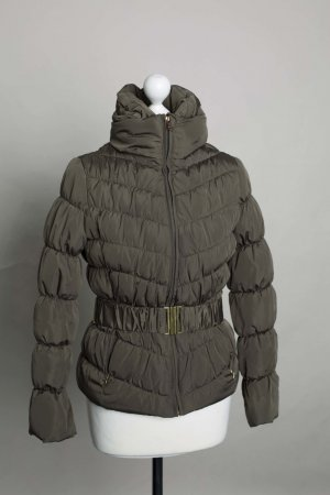 Dunkelgrüne Daunenjacke von Zara