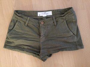Dunkelgrüne H&M Hotpants