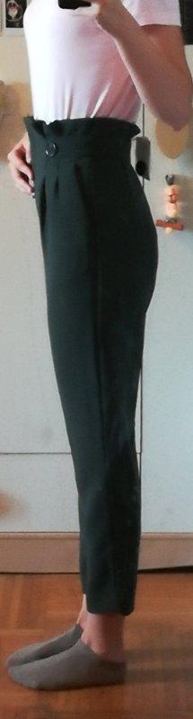 dunkelgrüne Hosen