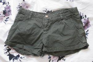 Dunkelgrüne kurze Hose von Livre Blue
