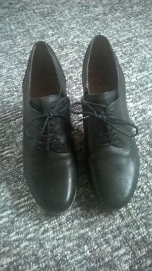 dunkelgrüne Schuhe