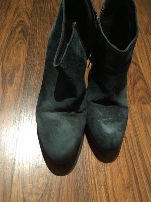dunkelgrüne stiefelchen