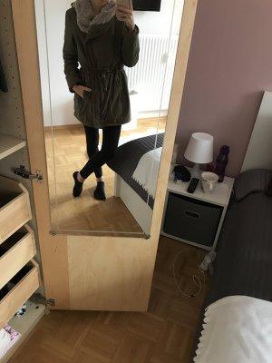 Dunkelgrüner Wintermantel/Parka