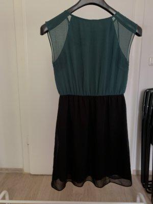 dunkelgrünes Kleid mit Spitzenrücken