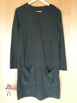 Dunkelgrünes Kleid von COS