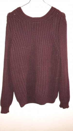 Dunkellila grob gestrickter Pullover