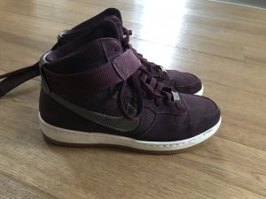 Dunkelrote Airforce 1