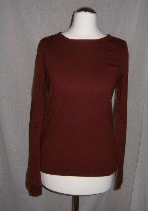 Dunkelroter, leichter Pullover