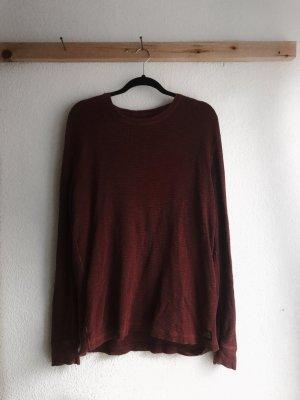 Dunkelroter Pullover