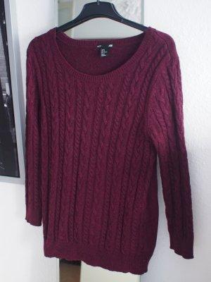 Dunkelroter Pullover in Zopfstrick