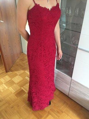 Dunkelrotes Abendkleid aus Spitze von Kelsey Rose