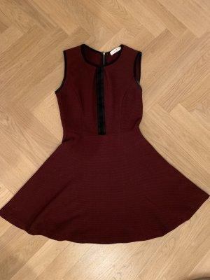 Dunkelrotes Kleid von Sandro