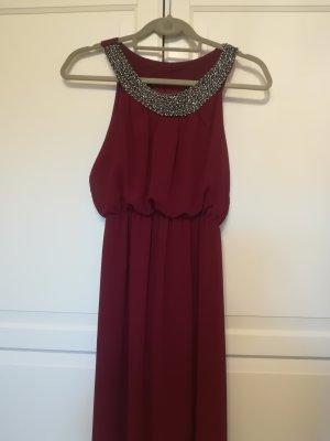 Dunkelrotes langes Kleid