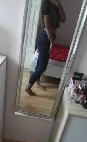 Dunkle High Waisted Jeans