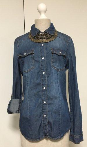 Dunkle Jeans Bluse zum hochkrempeln