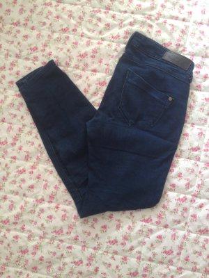 Dunkle Jeans von Amisu